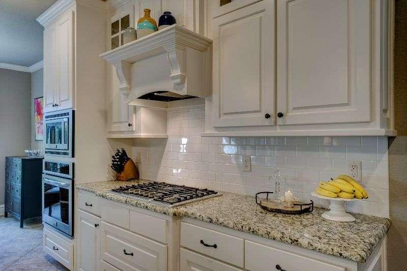 Kuche Kuchenspiegel Aus Edelstahl Oder Glas Www Bauwohnwelt At