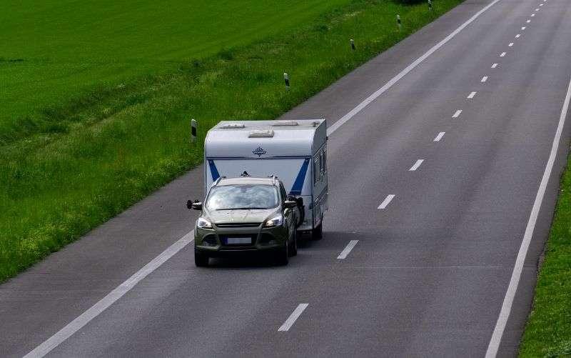 Mit dem Wohnwagen unfallfrei in den Urlaub   www.bauwohnwelt.at